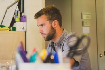 How To Start a Profitable Freelance Business in 8 Steps