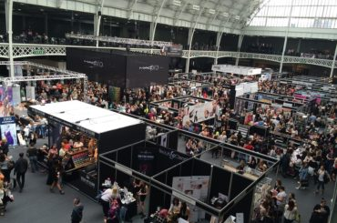 10 Tips to Get Visitors to Stick Around Your Booth at A Trade Show